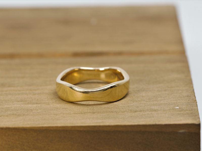 solid gold, ring, unisex ring, curvy ring, yellow gold, 14k