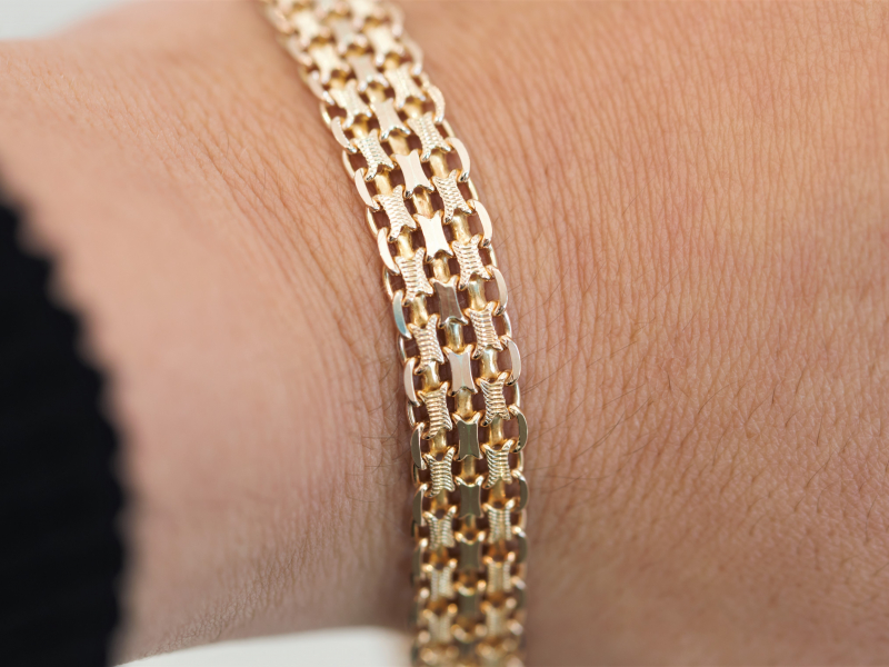 Gold, Silver, Gemstone, Diamond, and Bangle Bracelets for Men & Women at affordable prices.