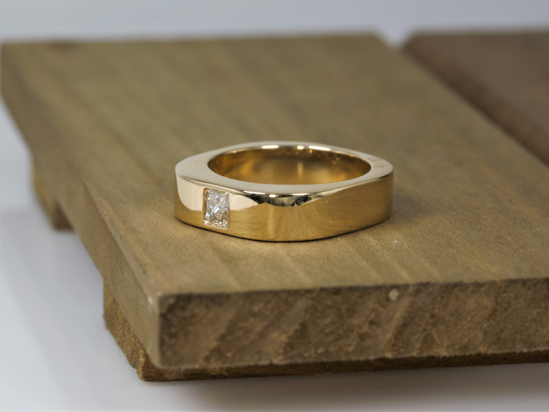 Rings - Mens 14kt yellow gold Diamond Wedding Band - image 3