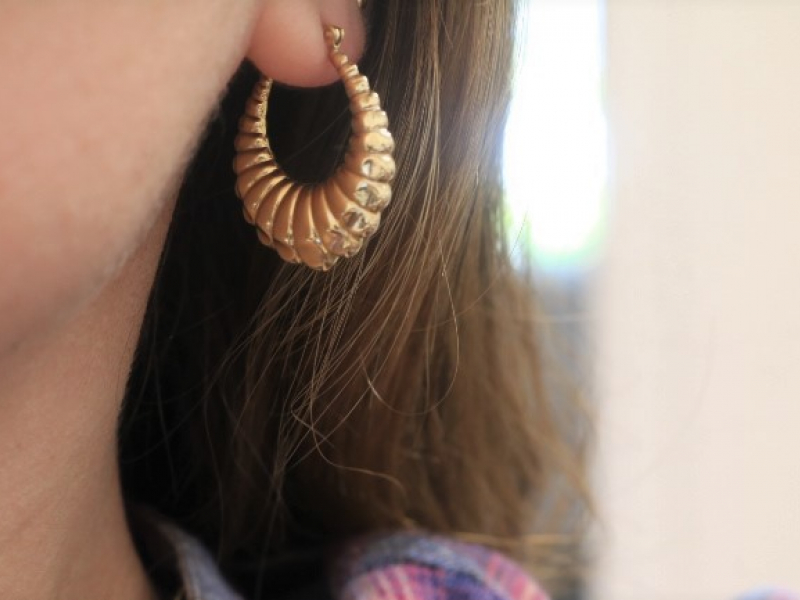 gold hoop earrings, scalloped gold hoops, lightweight gold hoops,