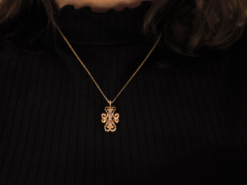 gold and diamond necklace, baguette diamonds,