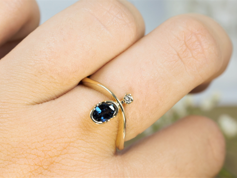 sapphire ring, oval saphire and diamond ring, sapphire in 14k yellow gold