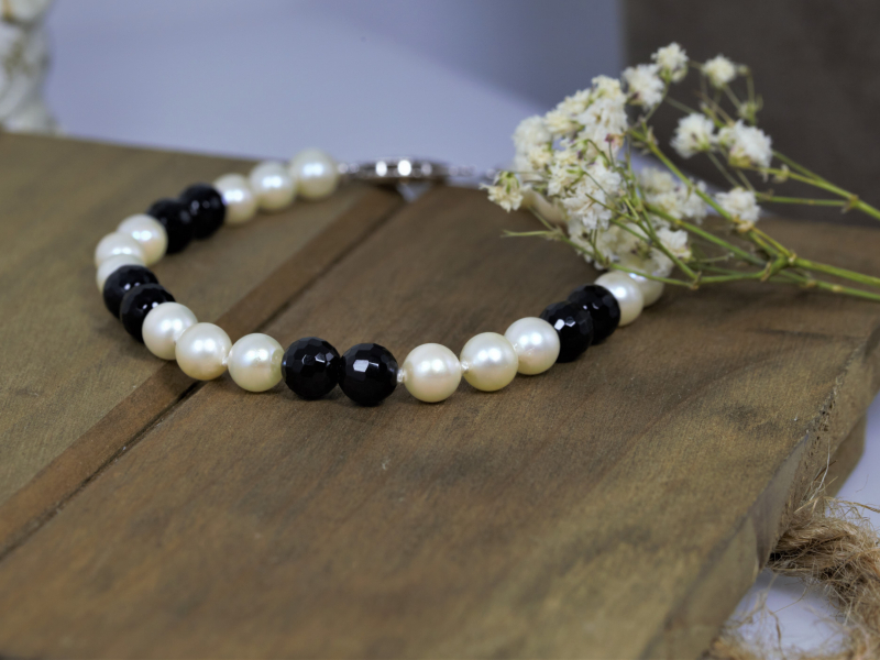 Pearl Bracelet With 14k White Gold Clasp - Pearls and onyx beads strung on silk with a 14k white gold clasp.