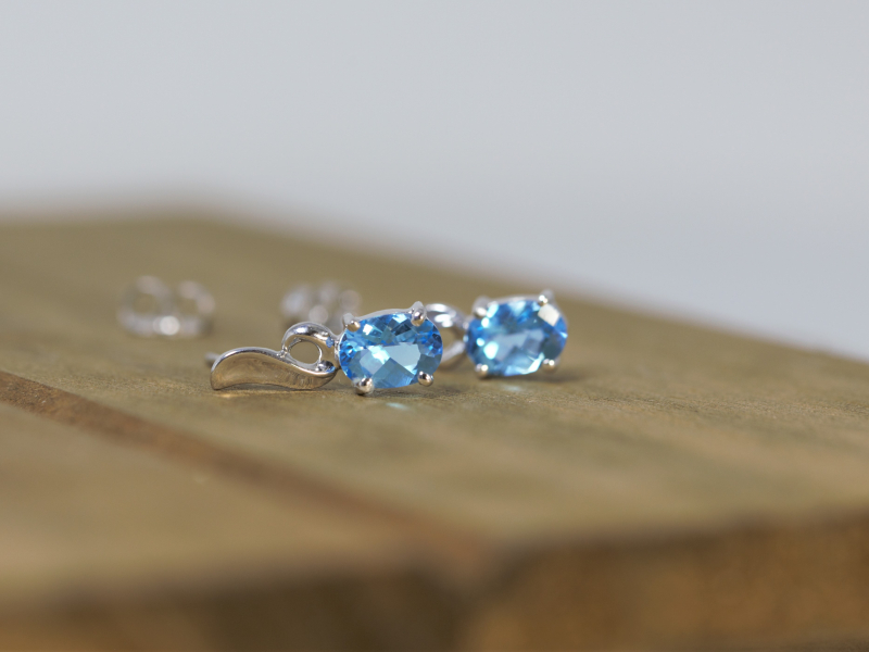 14k white gold blue topaz earrings, blue topaz earrings, oval blue topaz earrings
